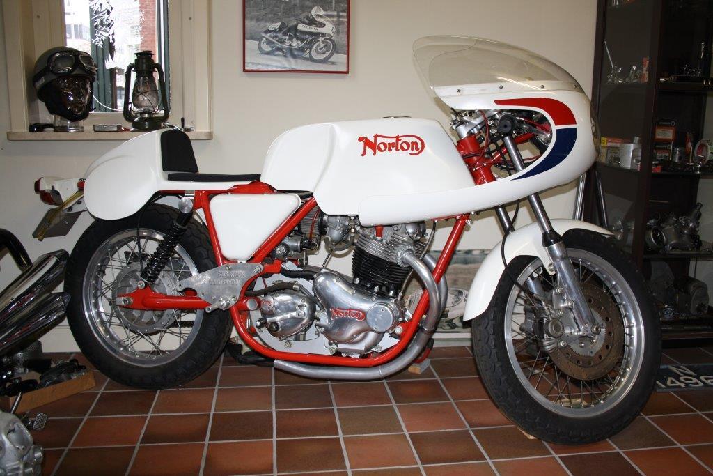 Norton Commando (productieracer replica) 1973