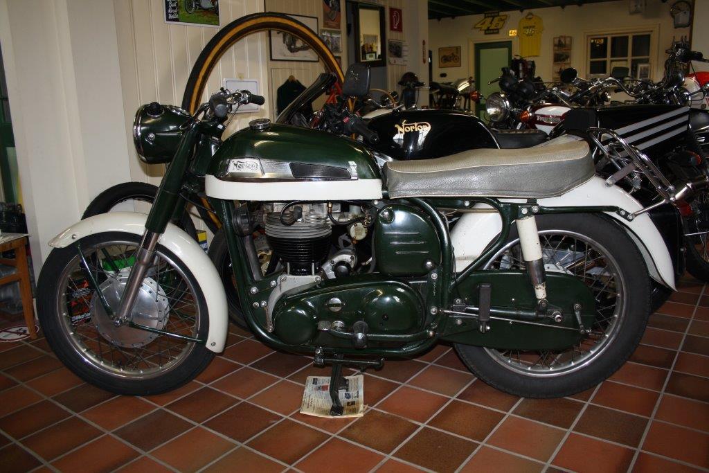 Norton ES2 1961